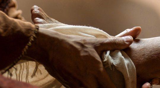 Stoop and Serve - John 13:3-11
